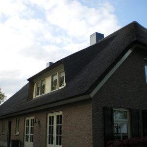 Boerderij-rieten-dak-in-Sint-Jansklooster