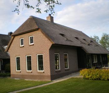 Giethoorn-dwarsgracht-nieuw-riet-dak