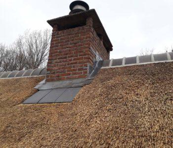 Dak isoleren en rietdekken Woonboerderij Zalk