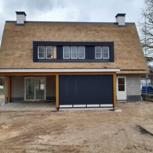 Rieten-dak-op-nieuwbouw-woning-in-Elburg 1