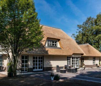 Rieten dak vervangen op een vrijstaande woning in Nunspeet