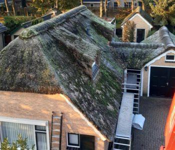 Rieten dak vervangen woonboerderij Oldebroek