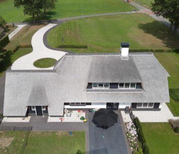 bijgebouw en villa Oldebroek rietendak
