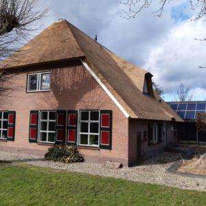 rieten-dak-vervangen-op-een-vrijstaande-woning-in-tHarde 1