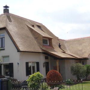 schoorsteen rieten dak Apeldoorn